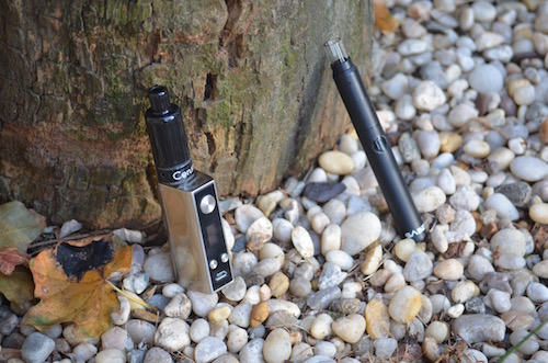 box-mod-and-saber-vape-on-rocks