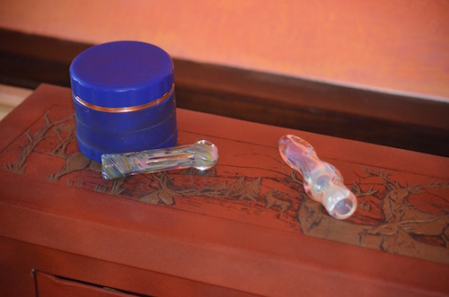 chillum-pipes-and-herb-grinder