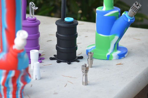 Dab-rigs-and-bongs-on-table