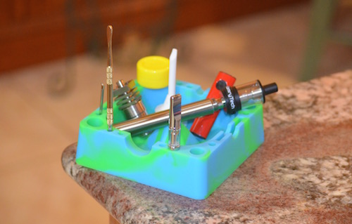 dab-tools-in-ash-tray