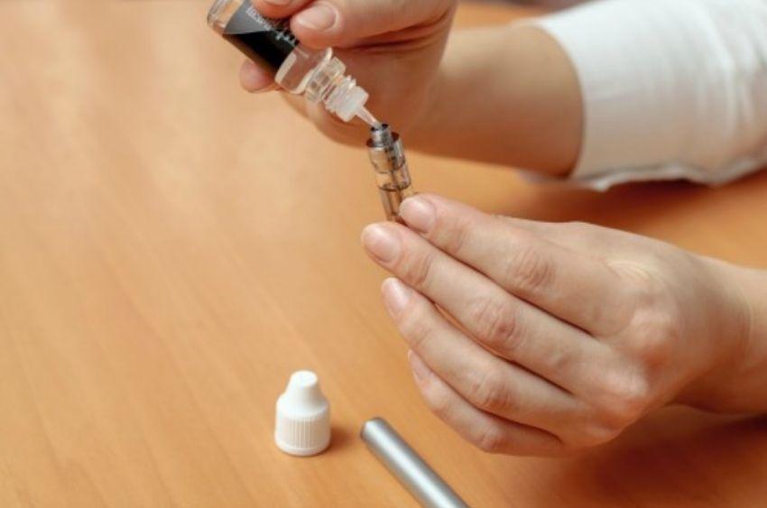 filling-an-oil-cartridge