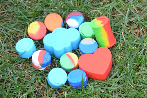 silicone-dab-containers-on-grass